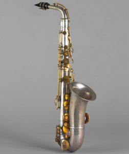 Saxophone alto en mi bémol, Adolphe Sax, Paris, milieu XIXe siècle. Cité de la musique - Photo : Jean-Marc Anglès